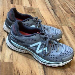Size 9 New Balance 880v6 running shoes